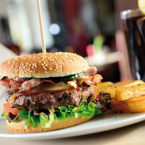 Dienstag:</br>Burger - Eltzhof Kulturgut