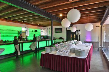 Foyer Totale mit Buffet und Hochzeitsdeko