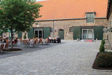 Gesehen vom Haupteingang Brauhaus / rechts Foyer-Eingang