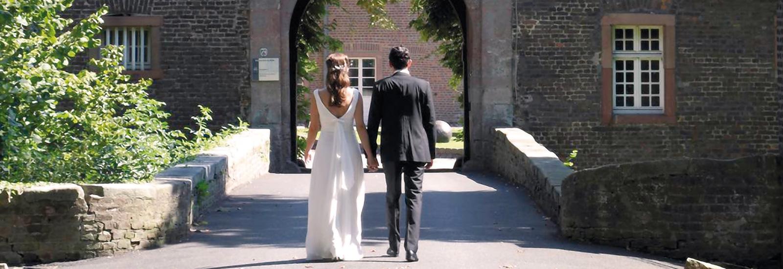 Romantische Trauung Im Schloss Wahn Und Hochzeitsfeier Im Eltzhof